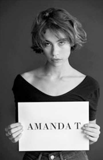 Amanda T (inspirada en la història d'Amanda Todd)